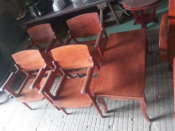 Mua bàn ghế gỗ cũ đã qua sử dụng