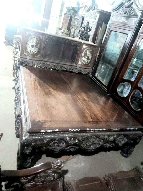 Mua giường gỗ cũ