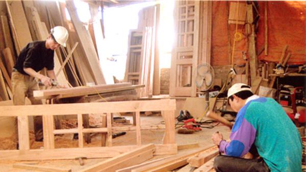 Nhận sơn sửa đồ gỗ theo yêu cầu